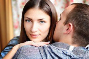 5 moduri prin care îţi poţi face iubitul să nu-şi mai ia gândul de la tine. Numărul 4 e cel mai important!
